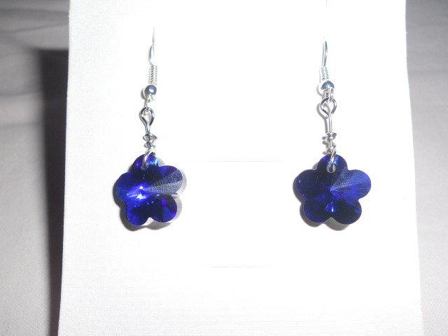 orecchini corti con fiore blu