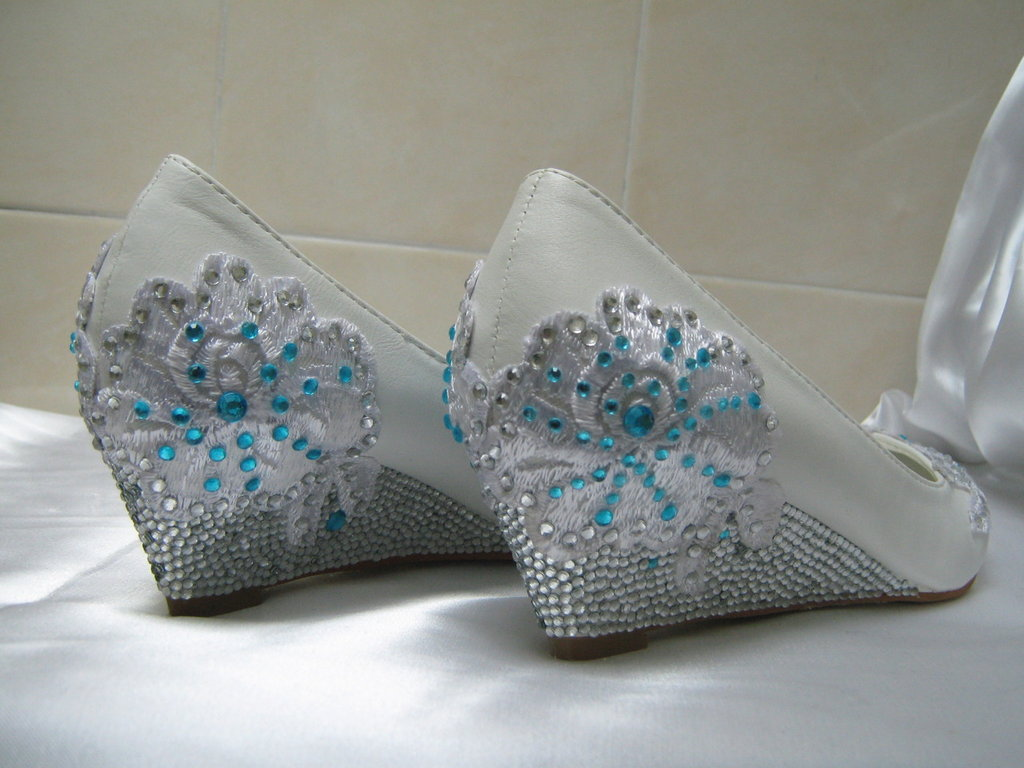 signore eleganti scarpe, decorato a mano con pizzo e cristalli