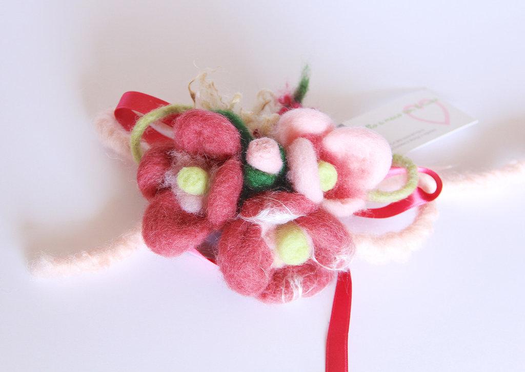 Composizione fiori fatta a mano in lana cardata