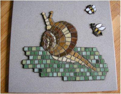 Mosaico chiocciola con api