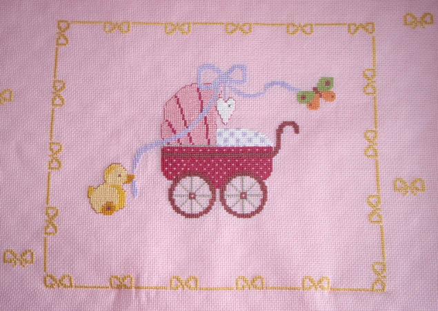 Eccezionale copertina rosa per culla con carrozzina ricamata e fiocco con  ZV49