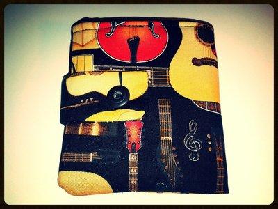 Portafogli in stoffa con chitarre