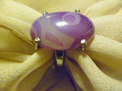 Anello con particolare agata viola