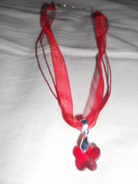 Collana con farfalla rossa