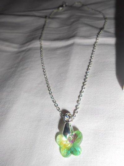 collana con farfalla verde