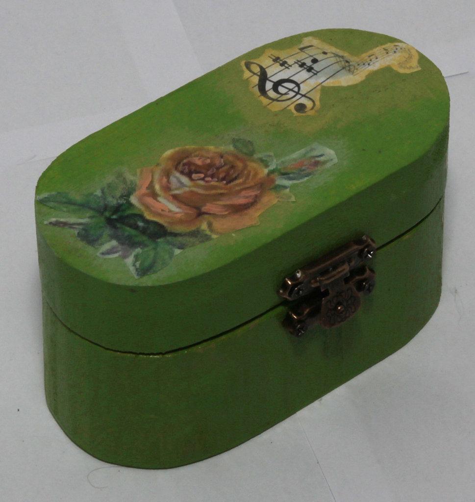 Portagioie piccolo ovale con rose gialle e sfondo verde