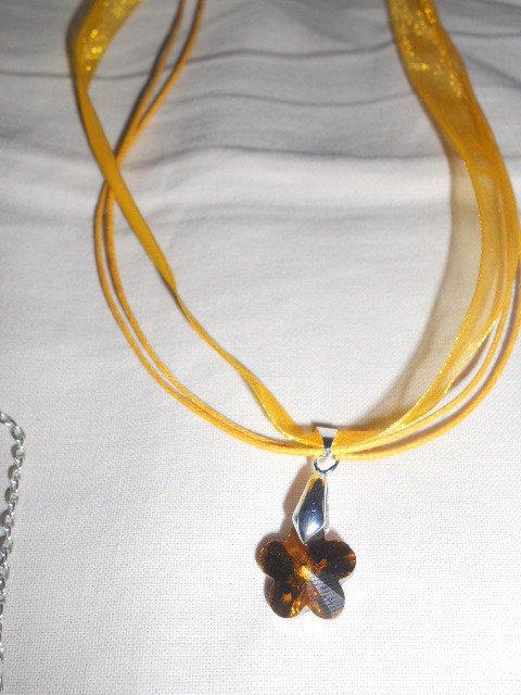 Collana con fiore oro