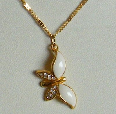 collana collanina con catena colore oro e ciondolo farfallina con smalto e strass