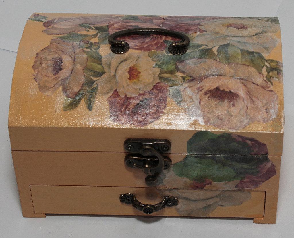 Portagioie in legno con cassettino