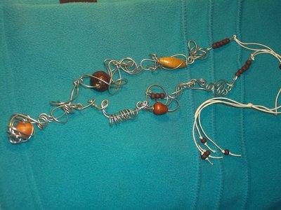 collana in fil di ferro e legno