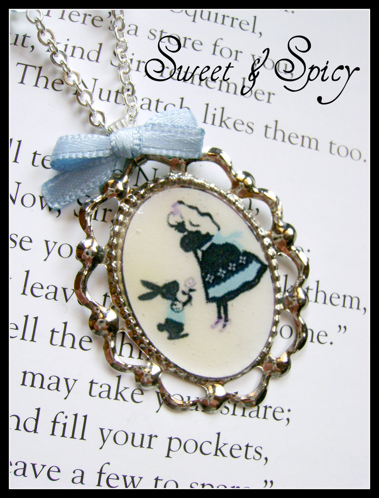 ALICE IN WONDERLAND-ALICE & THE WHITE RABBIT BLUE NECKLACE