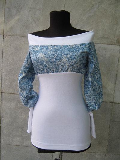 Elegante camicetta di cotone delle signore con le spalle scoperte