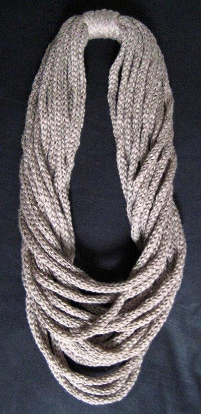 Collana tubolare in cotone color tortora