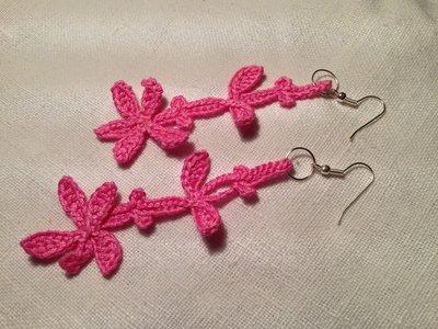 Orecchini petali fiori pendenti fatti a mano all'uncinetto in cotone di vari colori moda (gioielli / bijoux)