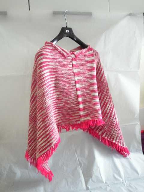 Poncho colorato in lana.