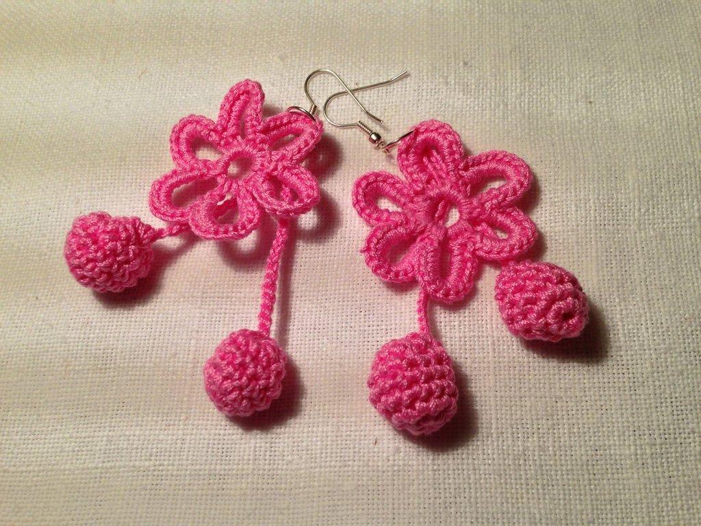 Orecchini margherite fiori flowers pendenti fatti a mano all'uncinetto in cotone di vari colori moda (gioielli / bijoux)