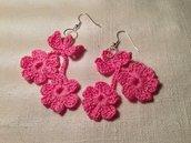 Orecchini 2 fiori fiorellini flowers pendenti fatti a mano all'uncinetto in cotone di vari colori moda (gioielli / bijoux)