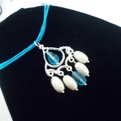 Collana ciondolo bianco azzurro