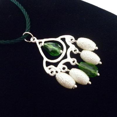 Collana ciondolo bianco verde