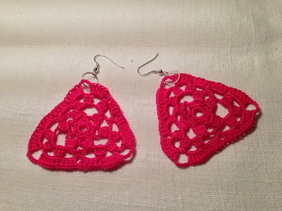 Orecchini triangoli fatti a mano all'uncinetto in cotone di vari colori moda (gioielli / bijoux)