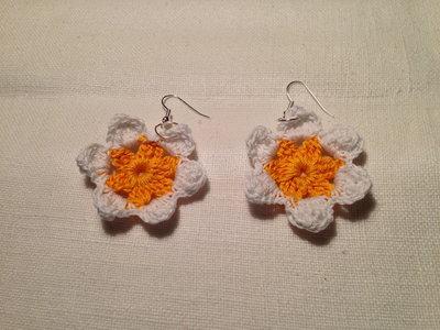 Orecchini margherite fiori fiorellini flowers 2 tonalità fatti a mano all'uncinetto in cotone di vari colori moda (gioielli / bijoux)