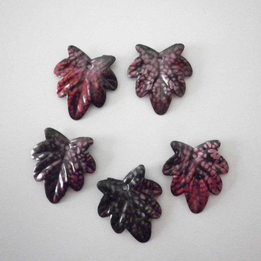 Foglie rosse charms 5 pezzi