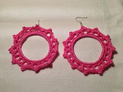 Orecchini anelli cerchi rigidi (mod. 1) fatti a mano all'uncinetto in cotone di vari colori moda (gioielli / bijoux)