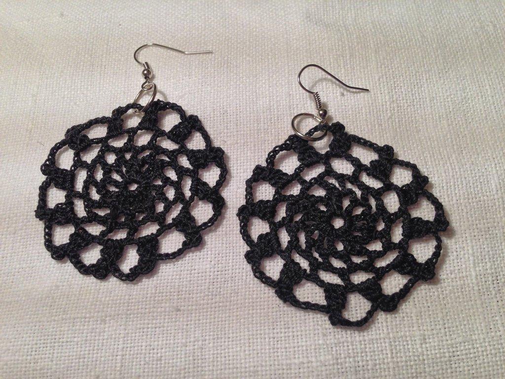 Orecchini cerchi rete pendenti (mod.1) fatti a mano all'uncinetto in cotone di vari colori moda (gioielli / bijoux)