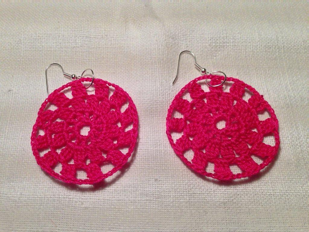 Orecchini cerchi rete pendenti (mod.2) fatti a mano all'uncinetto in cotone di vari colori moda (gioielli / bijoux)