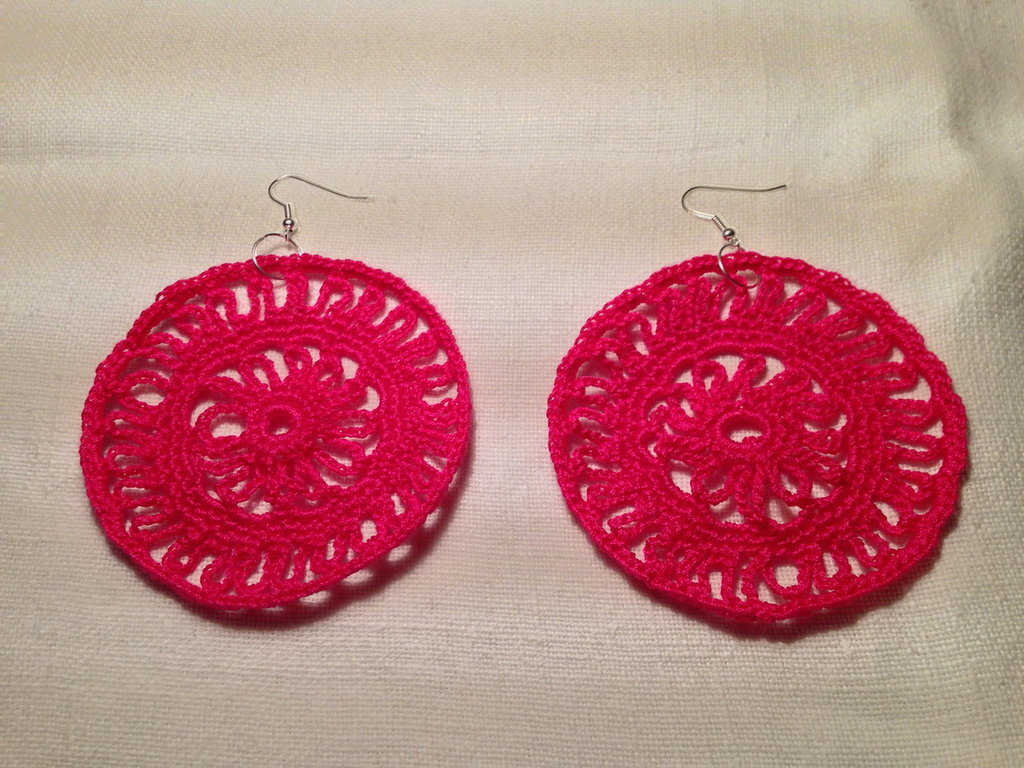 Orecchini cerchi grandi pendenti fatti a mano all'uncinetto in cotone di vari colori moda (gioielli / bijoux)
