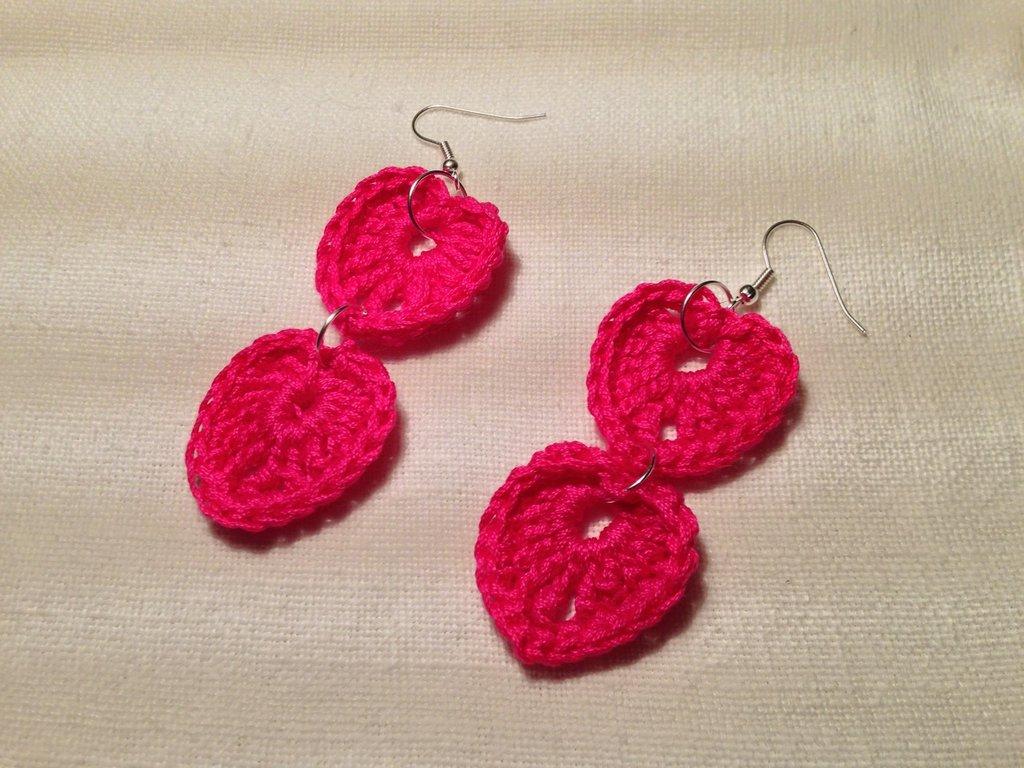 Orecchini cuori cuoricini love doppi 2 pendenti fatti a mano all'uncinetto in cotone di vari colori moda (gioielli / bijoux)