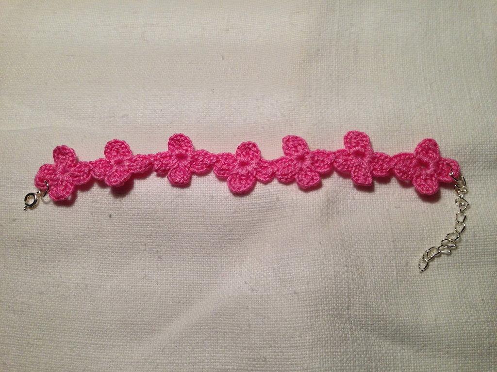 Bracciale braccialetto quadrifogli fiori fiorellini flowers fatto a mano all'uncinetto in cotone di vari colori moda (gioielli / bijoux)