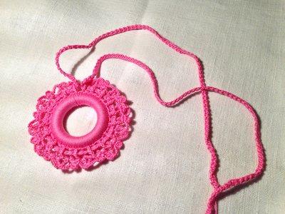 Collana girocollo pendente (mod. 1) fatta a mano all'uncinetto in cotone di vari colori moda (gioielli / bijoux)