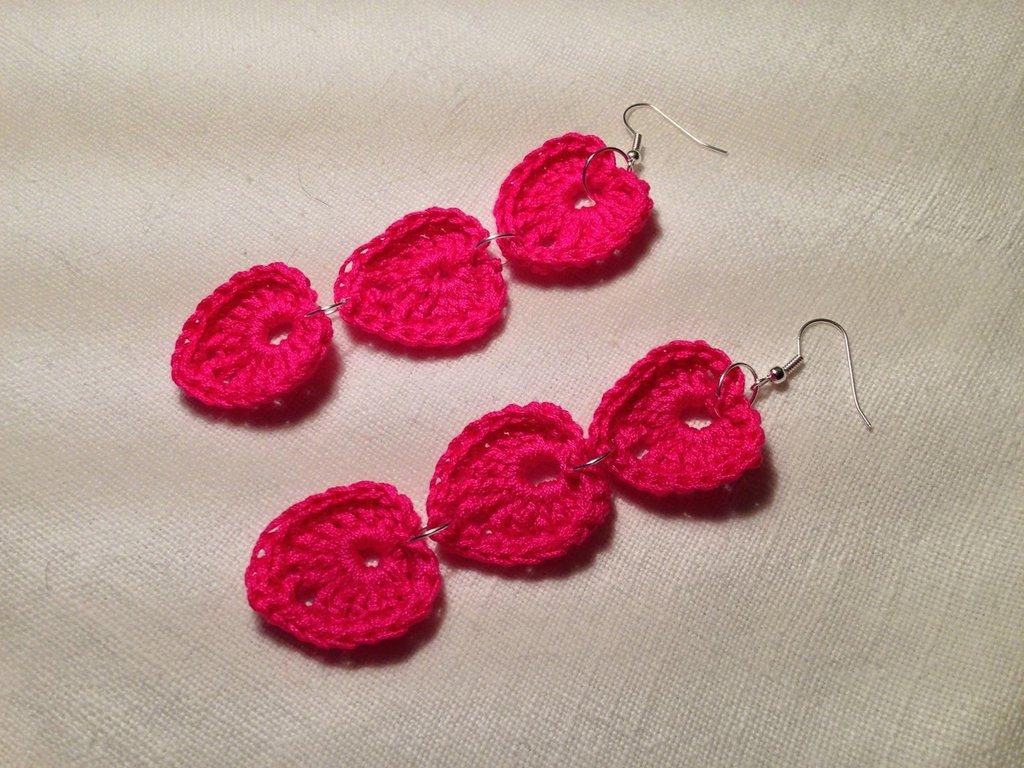 Orecchini cuori cuoricini love tripli 3 pendenti fatti a mano all'uncinetto in cotone di vari colori moda (gioielli / bijoux)