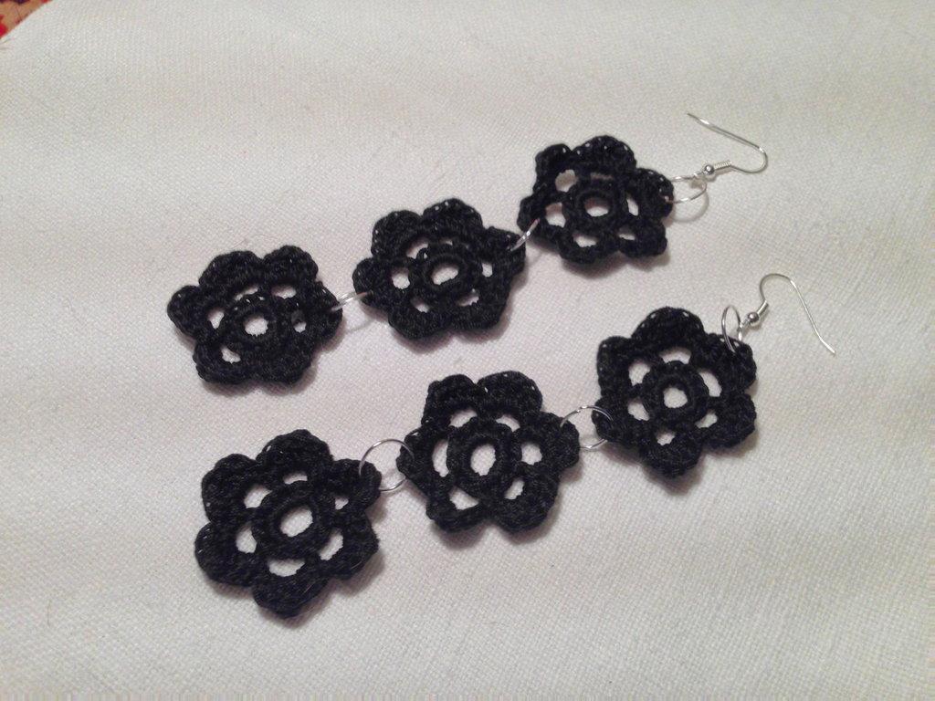 Orecchini fiori flowers tripli 3 pendenti fatti a mano all'uncinetto in cotone di vari colori moda (gioielli / bijoux)