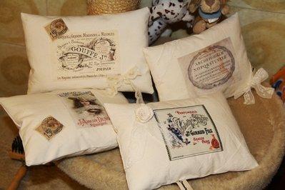 Cuscini in tela tessuta vintage