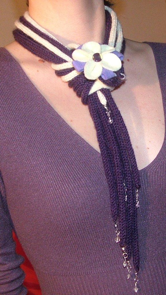 Collana scaldacollo in lana con perline fatta a mano