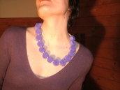 Collana elegante di feltro lilla e perle fatta a mano