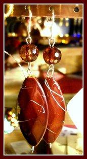 orecchini con rombo marrone e striature bianche