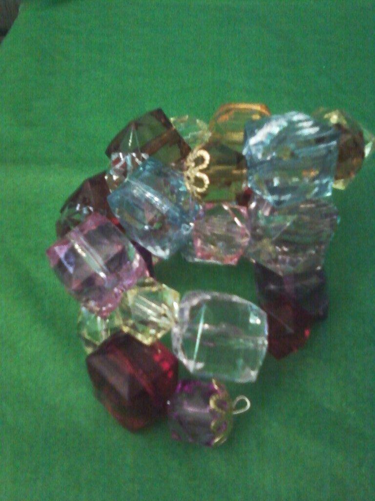 bracciale a spirale con pietre colorate