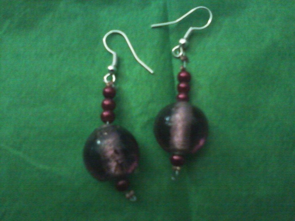 Orecchini pendenti con pietra viola