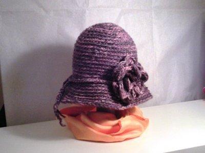 Cappellino con fiore