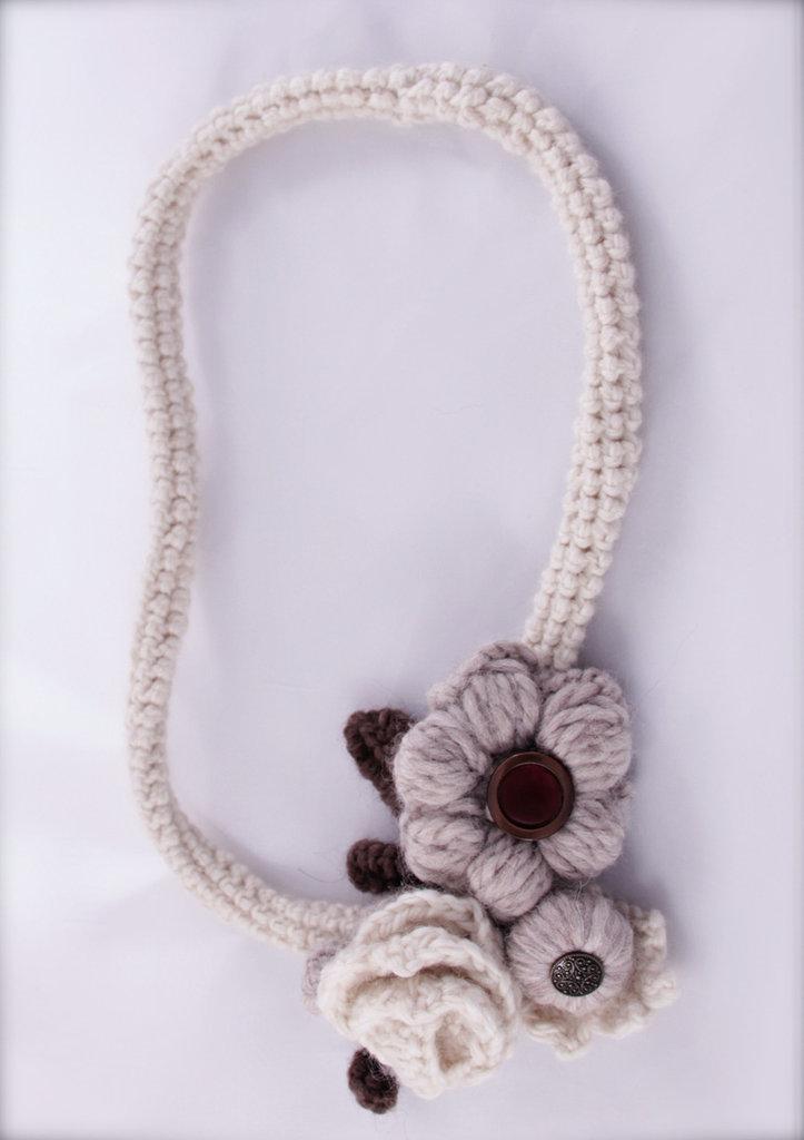 Collana uncinetto in lana a fiori - fatta a mano