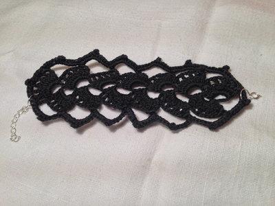 Bracciale braccialetto fascia grande conchiglie fatto a mano all'uncinetto in cotone di vari colori moda (gioielli / bijoux)
