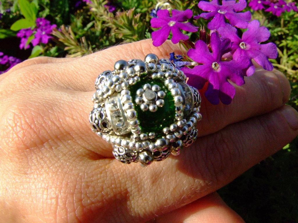 Anello  verde ovale