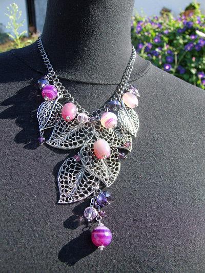 Collana girocollo con foglie in filigrana e pietre viola