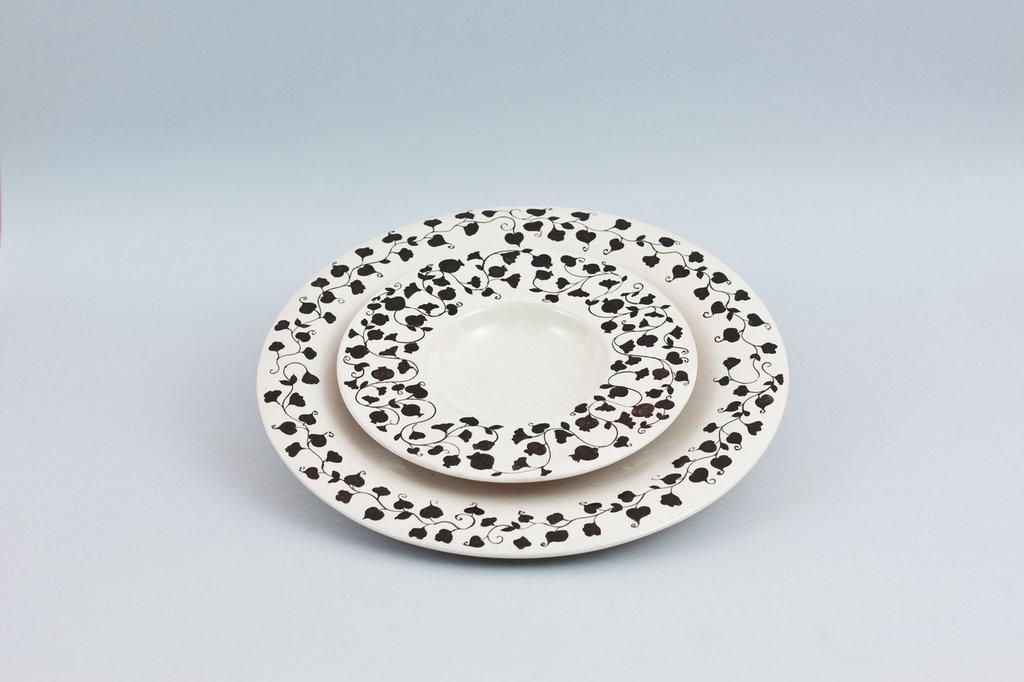 servizio piatti in ceramica fatti a mano
