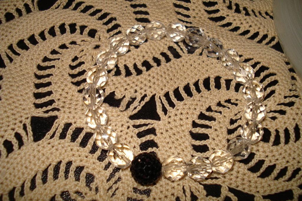 Bracciale con mezzi cristalli e pavè nera