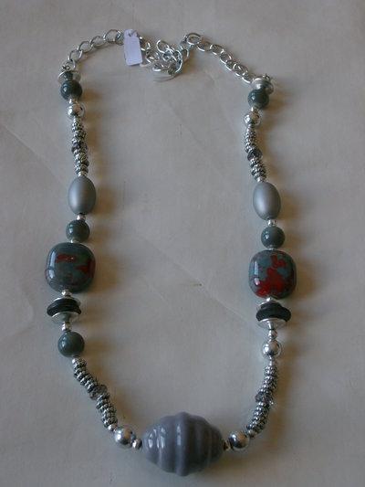 collana in grigio
