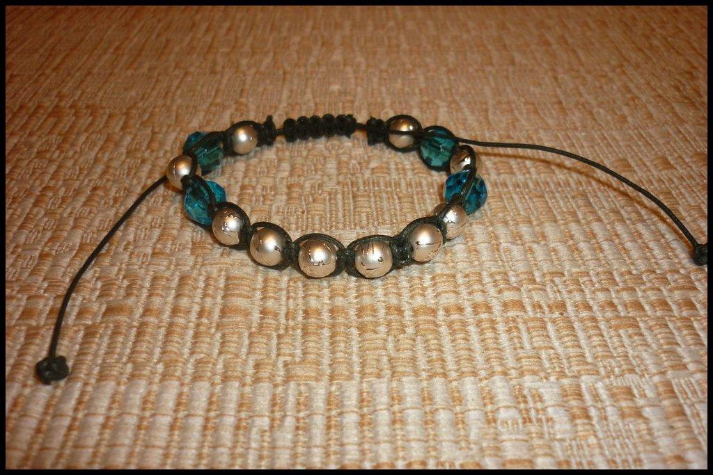 Braccialetto con perle diamantate e cristalli di vetro